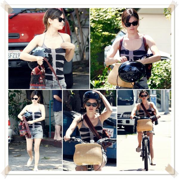 16 Avril 2011 - Rachel fait du vélo près de Studio City