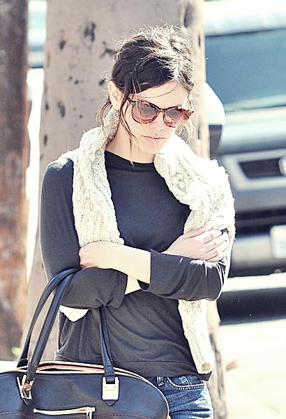 02 mars 2012 - Rachel & Hayden dans les rues de Los Angeles.