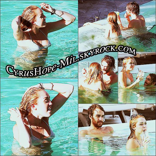*12/06/2012 : Miley allant chercher Cheyne à l'aéroport de Miami.  *