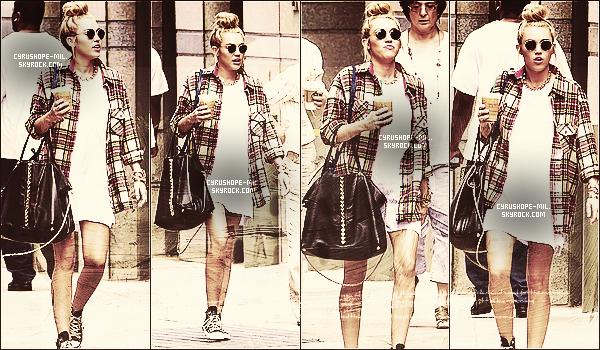 * 18/07/12 :  Miley retournant à son hôtel de Philadelphie.      *