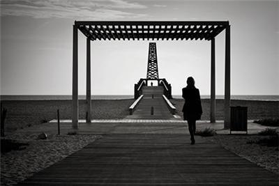 Oui t'es mon ex, aujourd'hui je ne t'aime plus, mais la personne que t'étais moi j'y pense encore, on a changé dans le temps, on s'est perdu, on y repense chaque soir quand on s'endort.