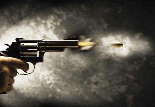 Si la balle est dans ton camp, cest que le flingue est dans le mien.