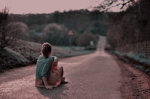 Elle était folle de lui. Il s'en foutait d'elle. Elle le croyait sincère. Il se foutait d'elle. Elle lui a fait confiance. Il l'a laissé rêver. Elle espérait. Il s'en foutait d'elle.