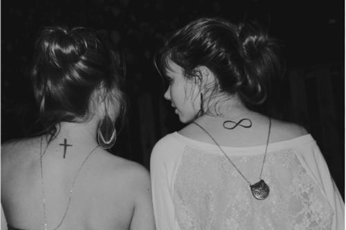 Je me souviens de tout. De chaque détails, de chaque moments, de chaque délires. Si un jour tu venais à disparaître, je ne t'oublierais pas.