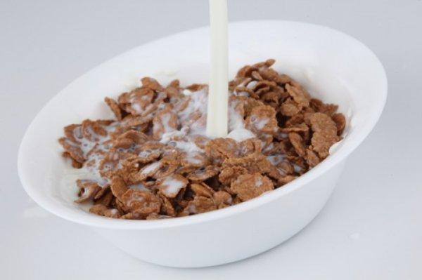 Le lait noie les céréales. Donc le lait est un céréales-killer.