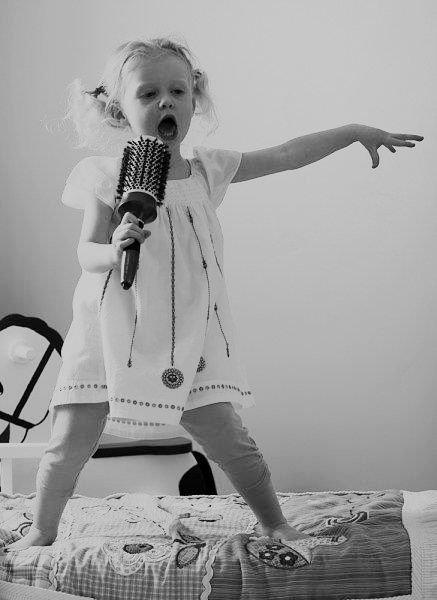 Les chanteurs vous êtes fatiguant à vous tromper dans les paroles quand je chante.