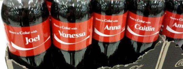 Ne vous moquez pas trop des ânes qui suivent la carotte. Les humains achètent une bouteille de Coca parce qu'il y a leur prénom dessus.