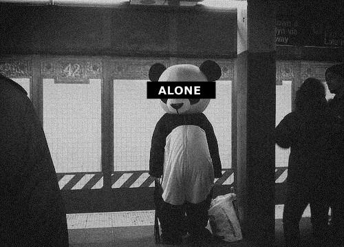La solitude, c'est comme un canapé profond, quand on s'y installe, on se ne sait pas si on aura le courage de s'en extirper un jour.