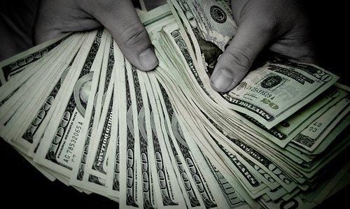 -Tu sais que je peux te rendre millionnaire?-Ah bon? -Uniquement si tu es milliardaire.