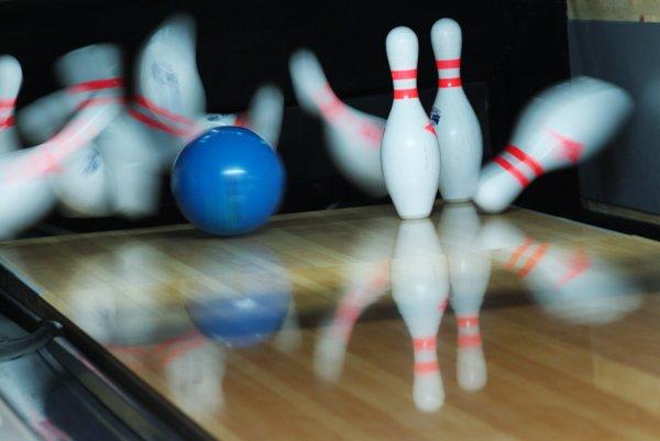 Il me tarde d'avoir des enfants pour faire du bowling avec eux. Mais faut pas qu'ils dépassent 3 ans, ça fait des quilles trop grandes après.
