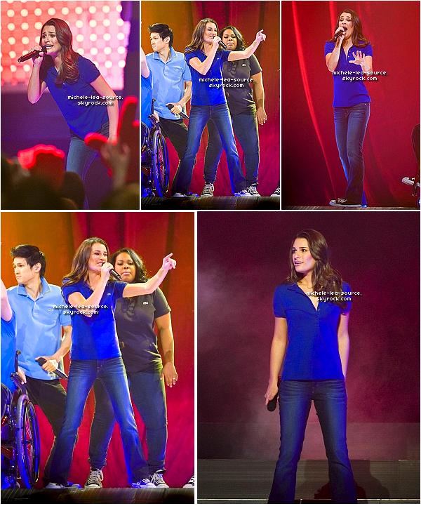 .   16/06/2011 : Le Glee Cast était en concert à East Rutherford, A New Jersey, on remarque aussi qu'ils ont changé de couleurs de Polos ^^!    .