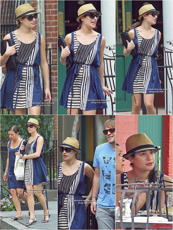 .  06/07/2011 : Lea, sa maman et Théo dans les rues Sant Ambreous.     .