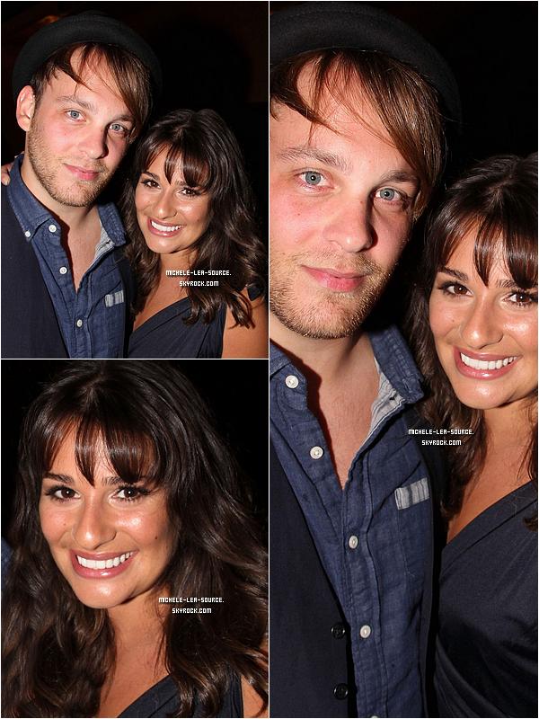 """.   13/07/2011 : Lea et Theo à Broadway aprés avoir vu la comédie musicale """"Hair"""".     ."""