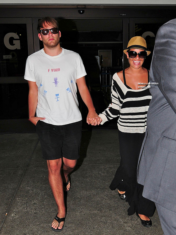 .  25/07/2011 : Lea et Théo à l'aéroport de Los Angeles.    .