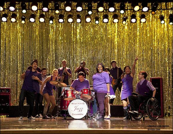 .   Première promo pour le 3x01 de Glee !     .  Vous attendiez tous cela ? Et bien vous n'êtes pas les seuls ! La première promo pour la saison 3 est enfin arrivée au plus grand bonheur de nos amis les Gleeks. On y voit Will et Emma flirtant, Finn se faisant jeter un Slushie en pleine face, Quinn en fille rebelle, Santana et Britanny, Rachel et le reste du Glee club recevant des pâtes en pleine figure, cela promet d'être une saison vraiment excitante ! Hate ? .