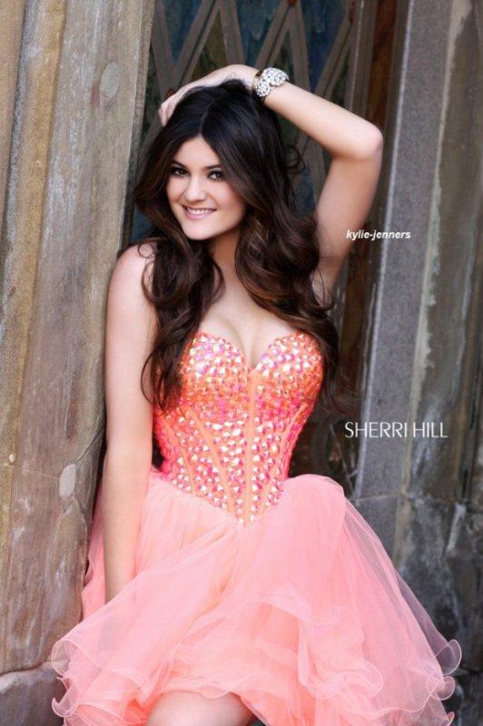 voici un photoshoot de kylie et kendall pour Sherri Hill Prom
