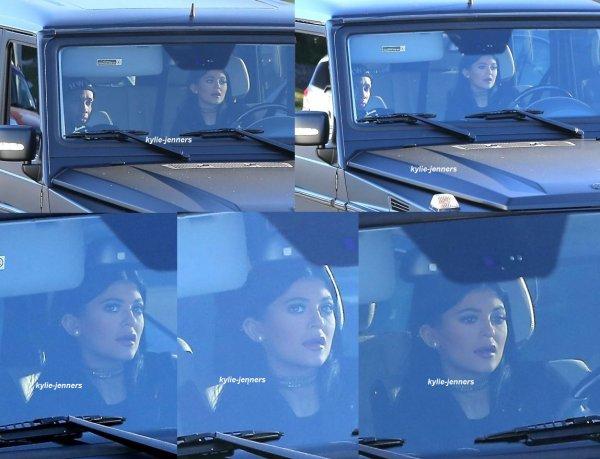 le 16 janvier 2015 - kylie a était veut dans sa voiture avec tyga à Calabasas