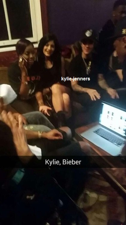 le 8 février 2015 - Kylie, Kendall, Tyga et Justine Skye quittant la House of Blues à West Hollywood, CA