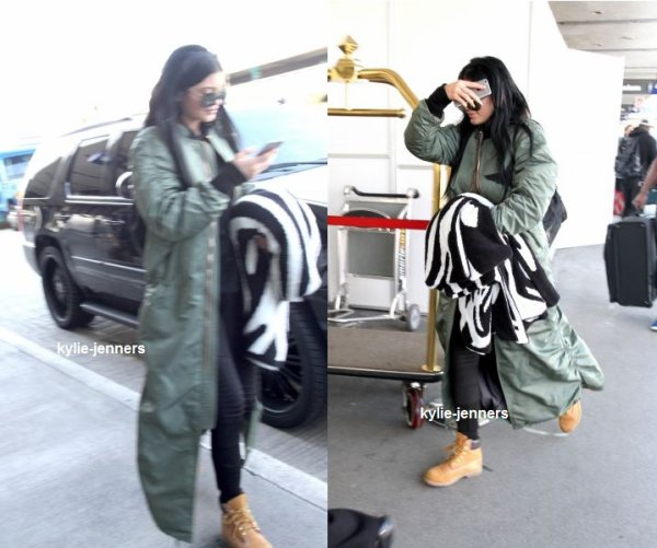 le 11 février 2015 - Kylie destination de l'aéroport LAX à Los Angeles, CA