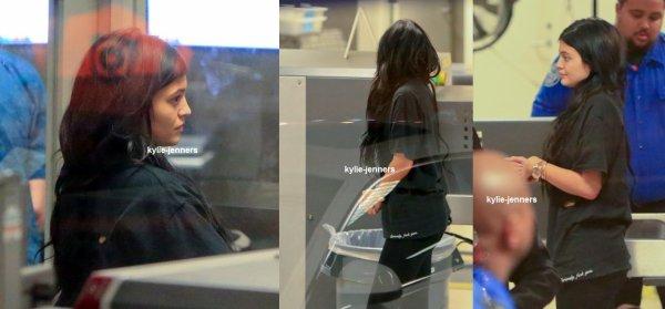 le 26 février 2015 - kylie A l'aéroport de LAX à Los Angeles