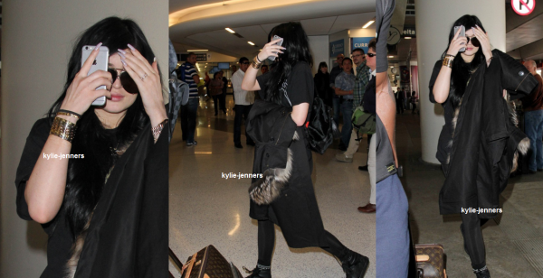 le 3 mars 2015 - kylie a été veut à l'aéroport de LAX.