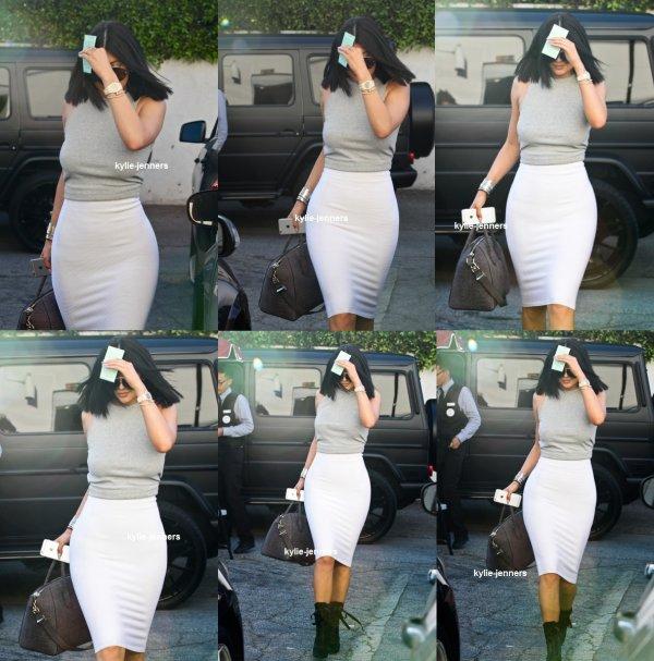 le 6 mars 2015 -  Kylie arrivant au bar à ongles et Beauty Lounge à Beverly Hills
