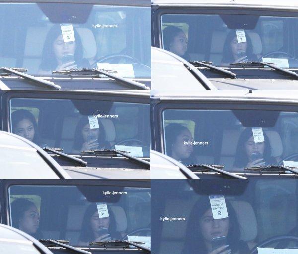 le 7 mars 2015 - Kylie circuler dans Calabasas