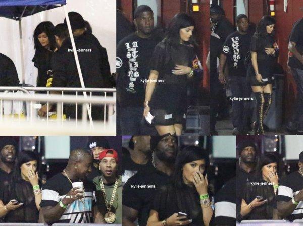 le 8 mars 2015 - la princesse Kylie coulisses lors du concert de Tyga au Forum à Inglewood