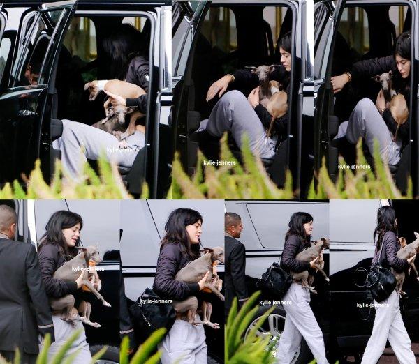 le 3 juin 2015 - Kylie à la soirée de lancement de la ligne de la mode + Kylie Kendall chez Topshop à Los Angeles