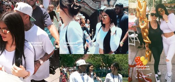 le 15 juin 2015 - kylie à Disneyland pour l'anniversaire de Nord
