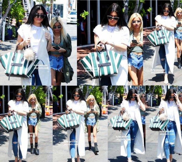 le 17 juin 2015 - Kylie et Pia laissant Fred Segal