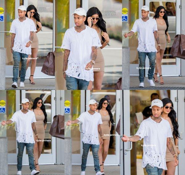 le 1 juillet 2015 - Kylie laissant une piste de bowling à Calabasas après le tournage KUWTK