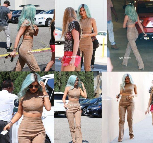 le 10 juillet 2015 - Kylie et kendall laissant Fred Segal à West Hollywood