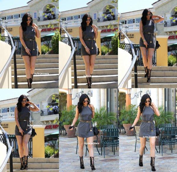 le 31 juillet 2015 - Kylie pour le déjeuner au Sugarfish Sushi à Calabasas