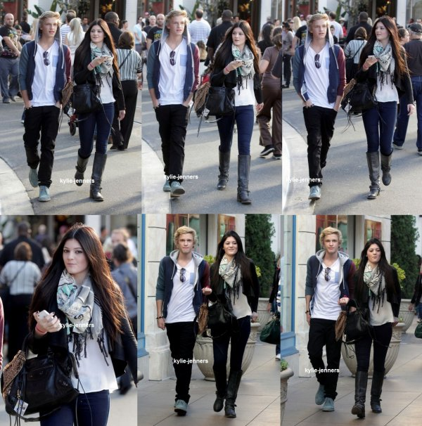 le 27 novembre 2011 - kylie et cody ont était vu faire du Shopping à The Grove à Hollywood
