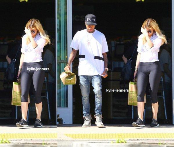 le 6 septembre 2015 - Kylie et Tyga à l'épicerie à Calabasas
