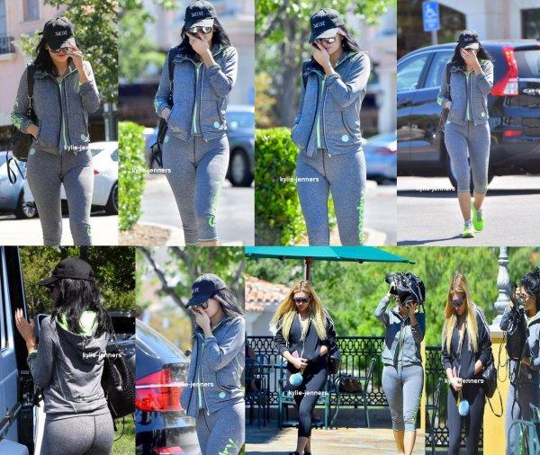 le 19 septembre 2015 - Kylie dehors et environ à Calabasas, CA