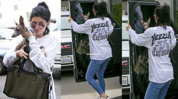 le 21 septembre 2015 - Kylie à été arrêt par le centre Epione Dermotolog à los angeles