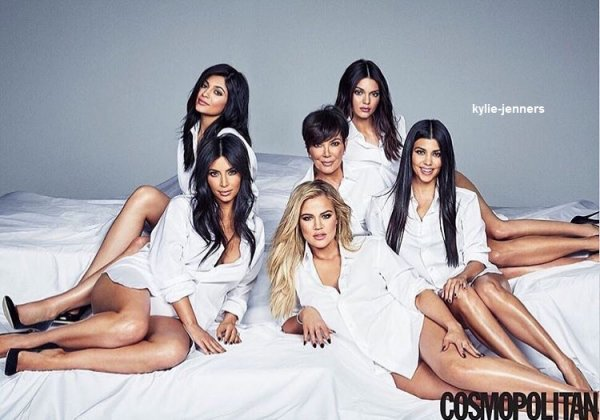 voici un nouveau photoshoot de kylie avec ses soeur et sa mere pour cosmopolitan 2015