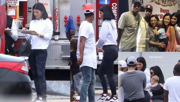 le 17 octobre 2015 - Kylie sur l'ensemble de la vidéo musicale de Tyga en live à Los Angeles