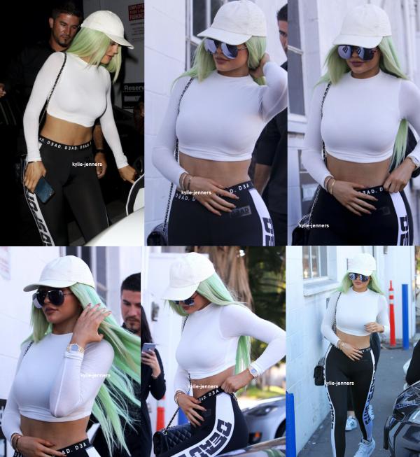le 26 octobre 2015 - Kylie a été vu arrivant et quittant un studio de musique à Studio City.