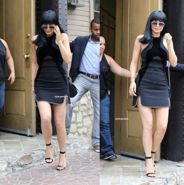 "le 27 octobre 2015 - Kylie a été vu sortant du restaurant ""The Villa Restaurant of Woodland Hills"