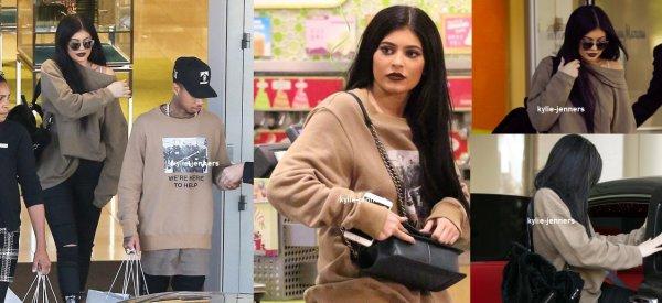 le 5 novembre 2015 - Kylie et sa mère sont allées manger une glace dans L.A. A l'occasion de l'anniversaire de Kris
