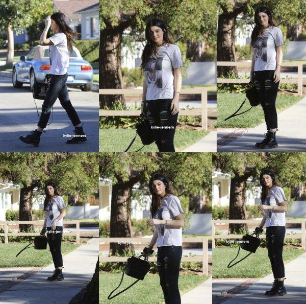 le 24 décembre 2013 - kylie à était vus Sortir à Los Angeles