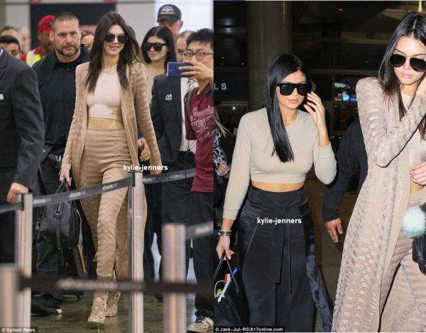 le 19 novembre 2015 - Kylie et Kendall à LAX