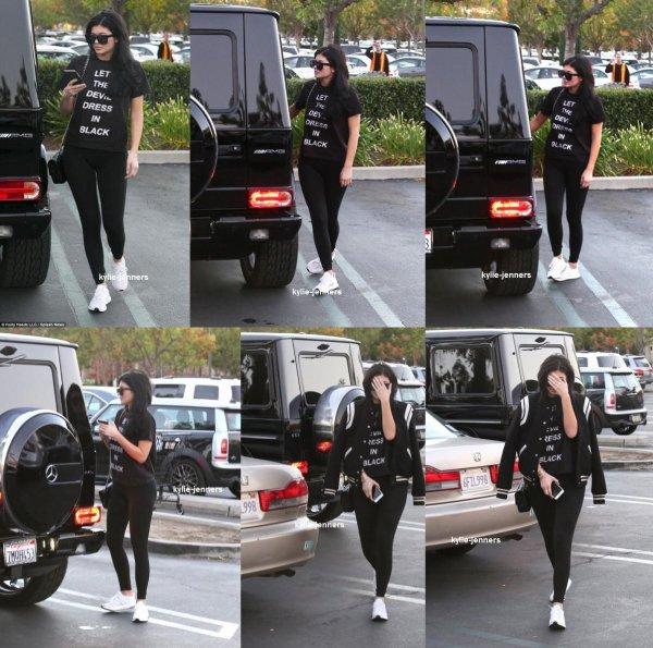 le 21 novembre 2015 - Kylie dehors et environ à Calabasas, CA