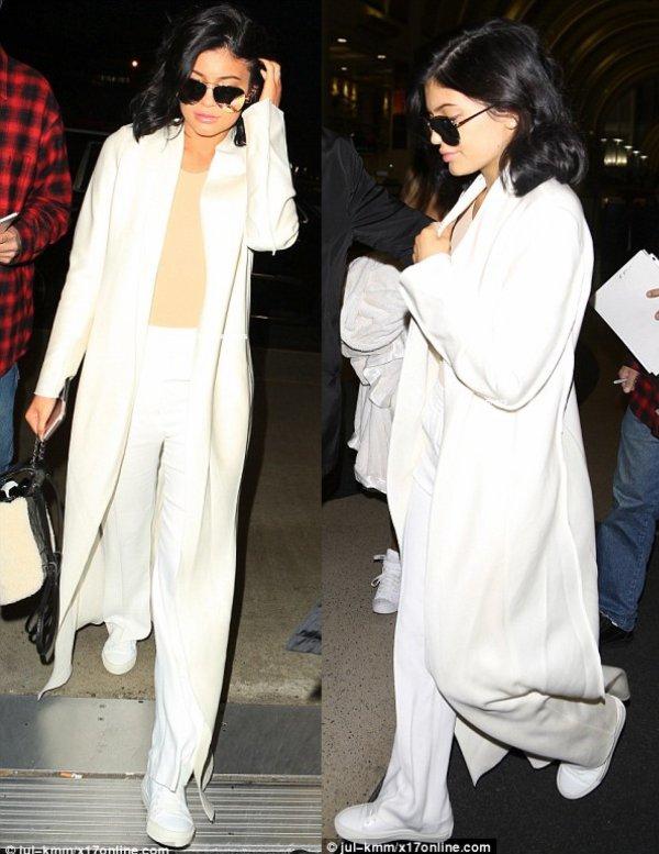 le 3 decembre 2015 - kylie quittant los angeles l'aéroport pour aller a miami