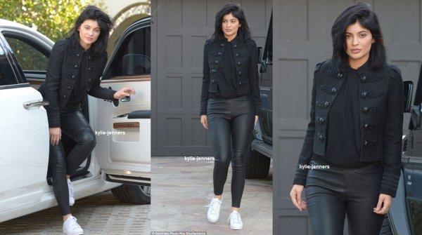 le 7 decembre 2015 - Kylie a été vue rentrant chez elle à Calabasas