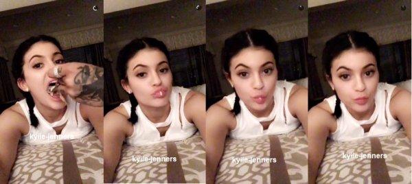 le 9 mars 2016 - Kylie et ses amis à Universal Studios à Orlando, FL