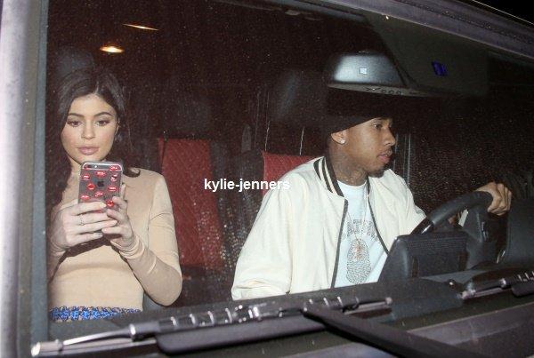 le 28 mars 2016 - kylie et son chérie tyga quittant un restaurant à los angeles